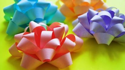 Бант своими руками - идеи украшения подарка