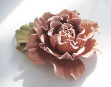 Онлайн мастер-класс цветы из кожи. Брошь-заколка Роза.