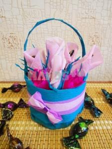 Мастер-класс: Букет из конфет - розовые бутоны в ведерке