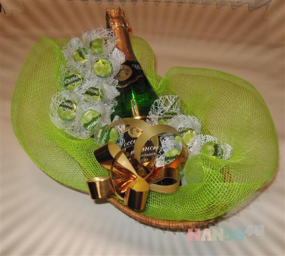 Купить Корзина с шампанским, Букеты из конфет, Букеты, Цветы и флористика ручной работы. Мастер Светлана Миронова (mirsv23) .