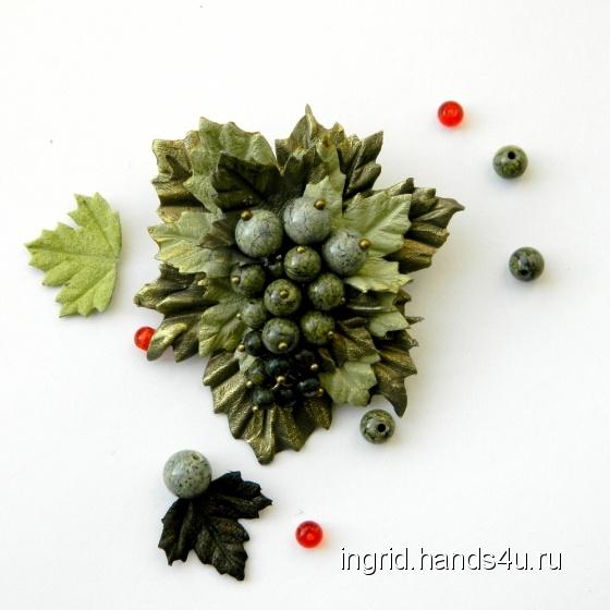 Купить Брошь из натуральной кожи Ягодка мини оливковая со змеевиком, Кожаные, Броши, Украшения ручной работы. Мастер   (INGRID) . украшения из кожи
