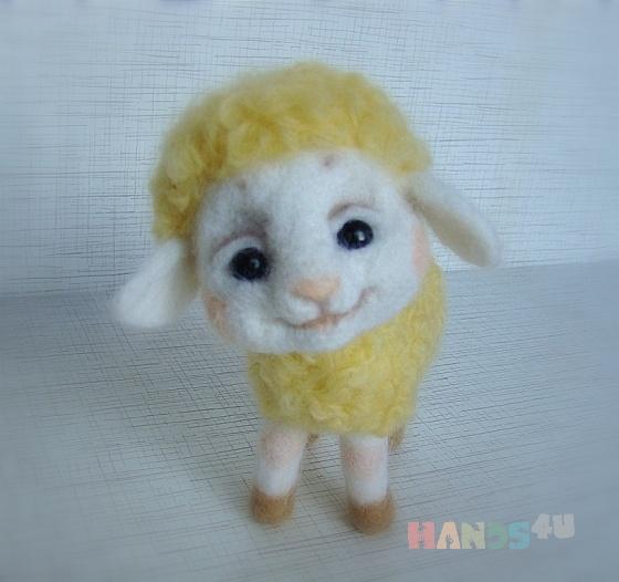 Купить Овечка валяная из шерсти, Другие животные, Зверята, Куклы и игрушки ручной работы. Мастер Елена Минаева (elemina) . шерсть для валяния