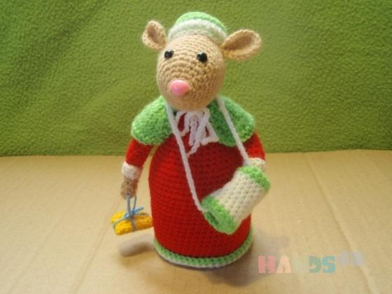 Купить Мышь зимняя с подарком, Персональные подарки, Подарки к праздникам ручной работы. Мастер Елена Гриценко (grena) . амигуруми