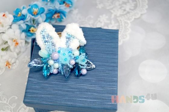 Купить Брошь голубая вышитая бисером с элементами плетения Заячьи ушки , Вышивка, Бисер, Броши, Украшения ручной работы. Мастер Ольга  (BROSHCLUB) . авторская брошь купить